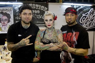 Das bekannte Tattoomodel Lexy Hell