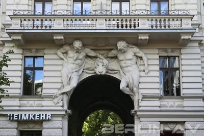 Eingangsportal zu Riehmers Hofgarten