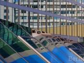 Das Zoofenster spiegelt sich in Bikini Berlin