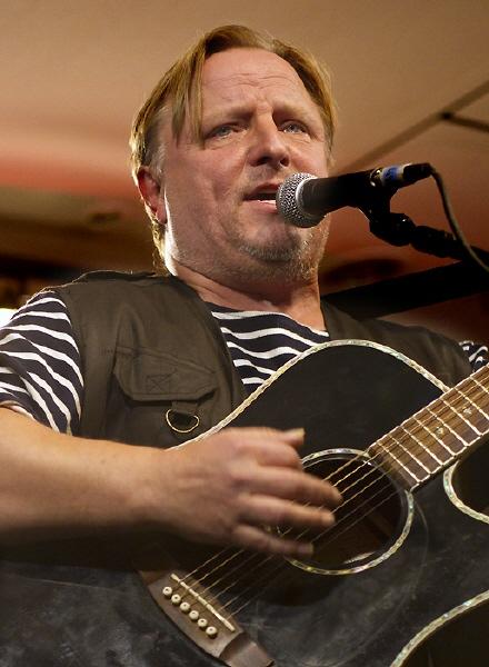 Axel Prahl singt