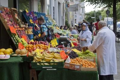 Türkischer Gemüse- und Obsthändller in der Bergnmannstraße