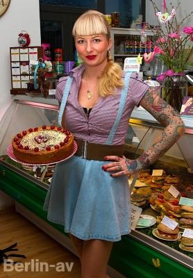 Betty Muschen in ihrem Cafe Wahrhaft Nahrhaft