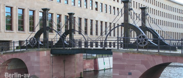 Die Jungfernbrücke ist die älteste Brücke Berlins