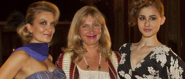 Modedesignerin Nanna Kuckuck mit zwei Models