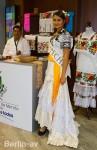 Junge Frau aus Mexiko wirbt für ihr Heimatland als Reiseziel