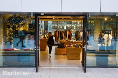 Bikini Berlin - Boutique im ersten Obergeschoss.