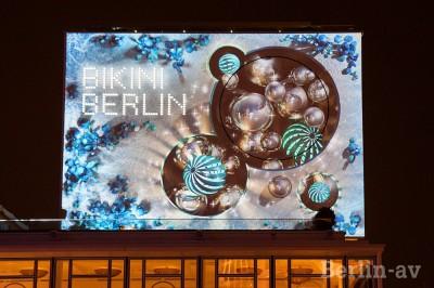 Projektion zur Winterzeit 2014/15 auf der Fassade von Bikini Berlin