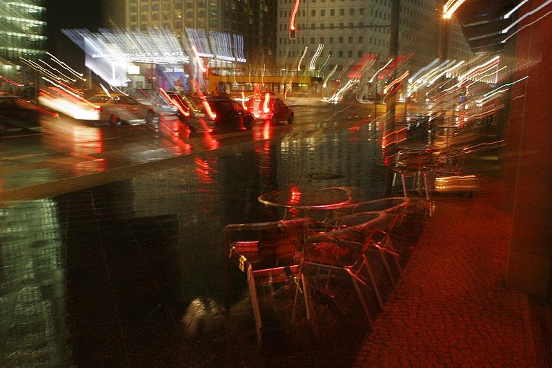 Nachts bei regen am Potsdamer Platz