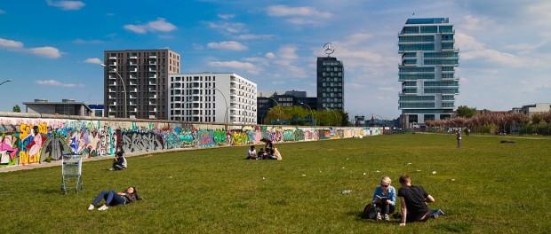 Neubauten an der East Side Gallery in Berlin