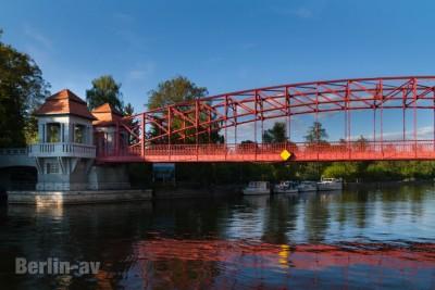 """Die """"Sechserbrücke"""" in Tegel"""