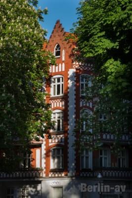 Wohn- und Geschäftshaus aus dem Jahr 1905–06 am Brunowplatz in Alt-Tegel
