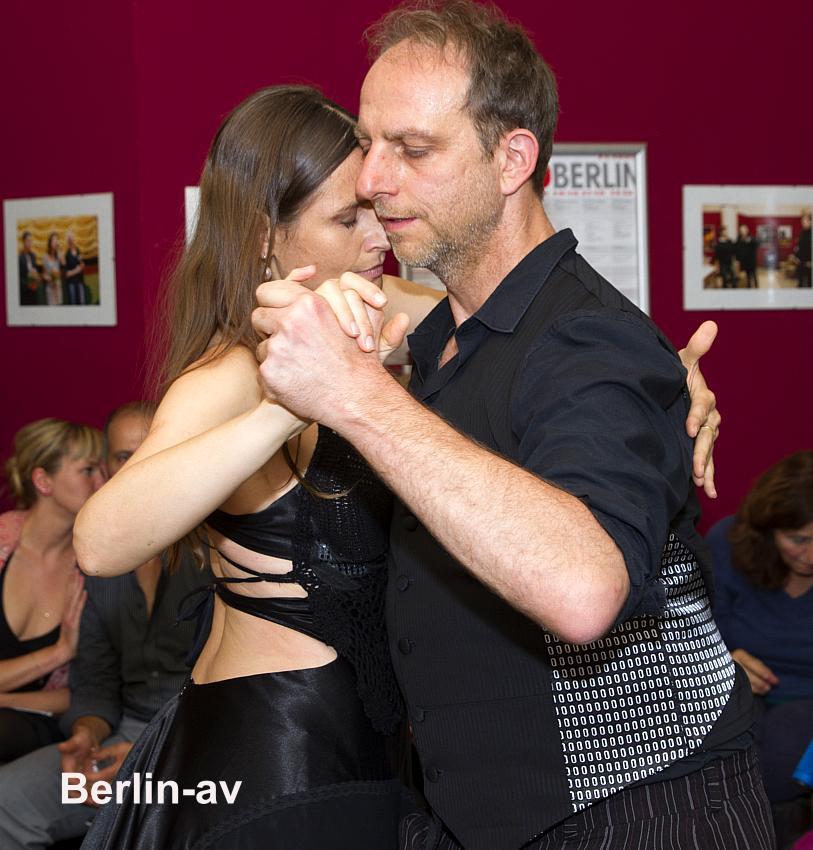 """Tangovorführung bei der Filmpremiere von """"Tango Pasión"""" in den Eva-Lichtspielen."""