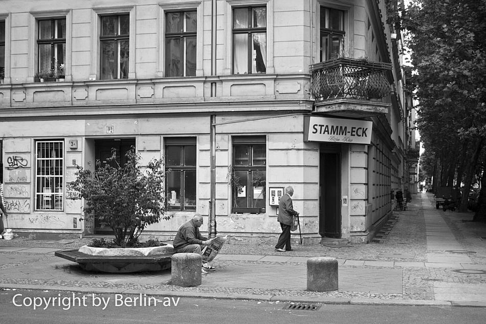 Strassenszene in Alt-Charlottenburg - Straßenfotografie in Berlin