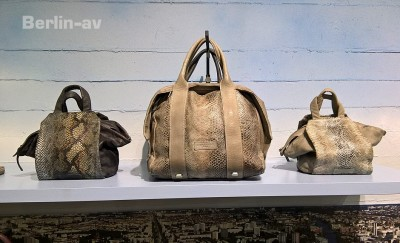 Premium Modemesse Berlin - Wunderschöne Taschen aus Leder von Liebeskind. Die Taschen sind natürlich keinesfalls aus Schlangenleder, sondern aus Kuhleder mit entsprechender Prägung.