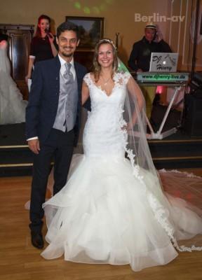 Alexandra Hildebrandt und Paul Ellis ind das Traum-Hochzeitspaar 2017