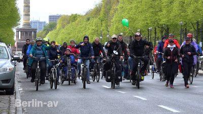 Fahrradkorso mit Sven Marx auf der Straße des 17. Juni