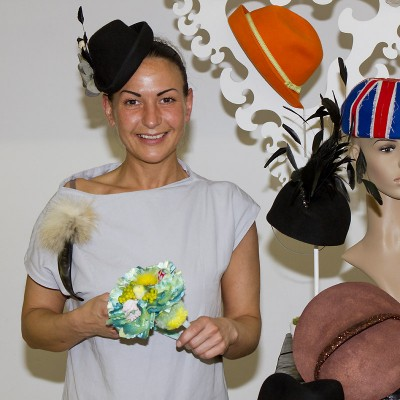 """Sneshina Petrov kreiert für ihr eigenes Label """"Sahnehäubchen tolle Hüte"""