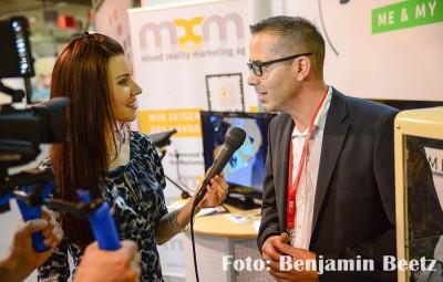 Moderatorin Diana Richter unterwegs für Berlin audiovisuell