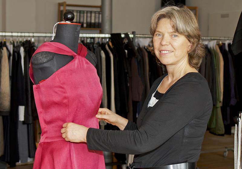Evelin Brandt in ihrem Atelier