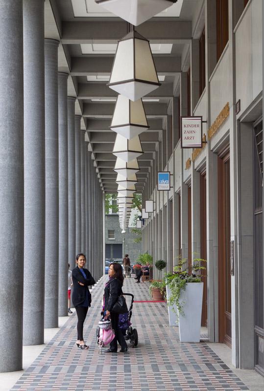 Leibnizkolonnaden am Walter-Benjamin-Platz - Kollhoff Architekten)