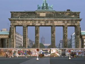 Das Brandenburger Tor mit der Berliner Mauer (Mitte der 80er Jahre)