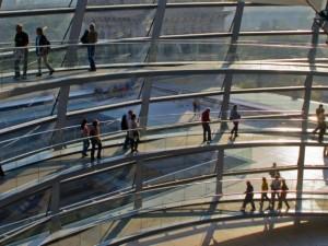 Reichstag, Besucher in der Kuppel