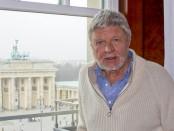 Hardy Krüger beim Interview im Hotel Adlon