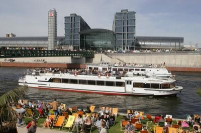 Berliner Sommer - Blick auf den Hauptbahnhof Berlin