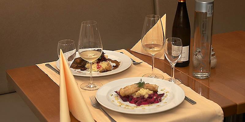 "Gedeckter Tisch im norwegischen restaurant ""Munchs Hus"" in Berlin"