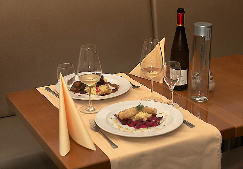 Gedeckter Tisch im norwegischen restaurant Munchs Hus in Berlin