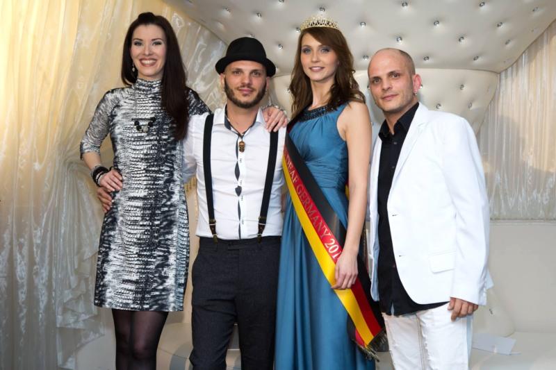 Björn und Arne Blumeier, Miss Deaf Germany 2014 und Schirmherrin Diana Richter Foto: Alexander Thuerling