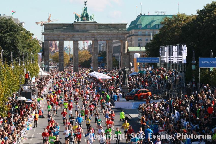 Marathonlauf vor der historischen Berliner Kulisse. Copyright SCC EVENTS/PHOTORUN