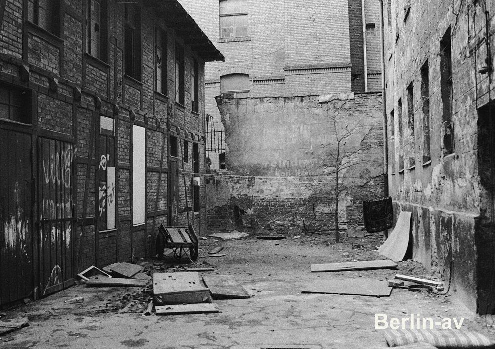 Berlin Kreuzberg - Hinterhof im Kreuzberg der siebziger Jahre