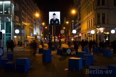 25 Jahre Mauerfall. Nachts am Checkpoint Charlie