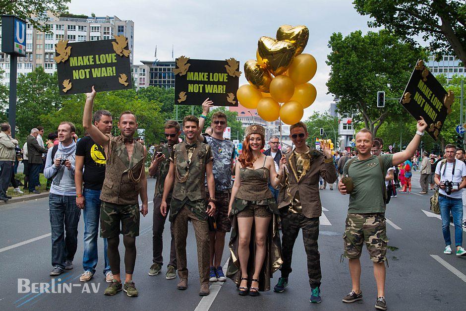Eine alte Botschaft. Christopher Street Day in Berlin 2015