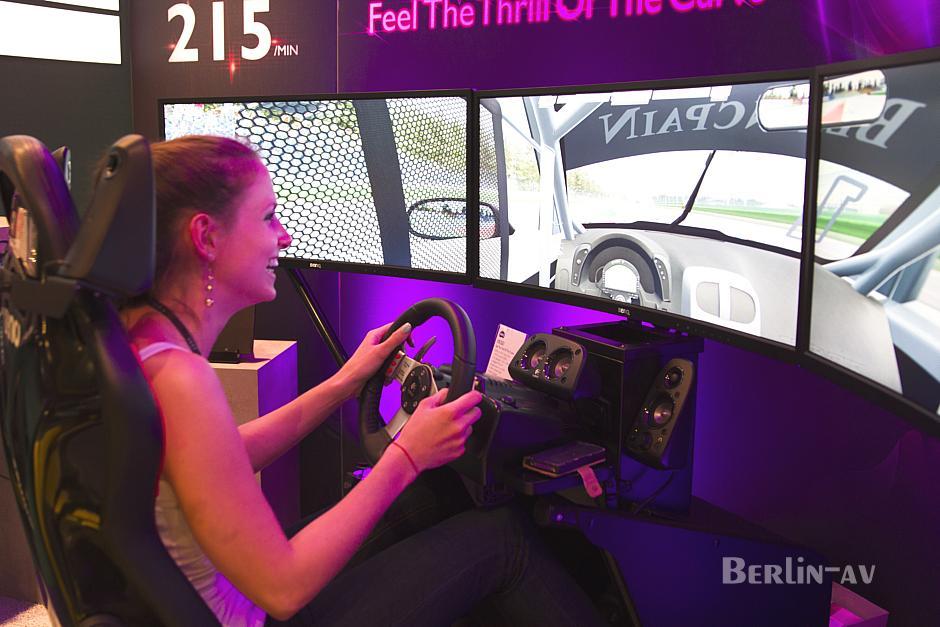 Curved Gaming Monitor von BenQ - Stückpreis 1200 Euro.