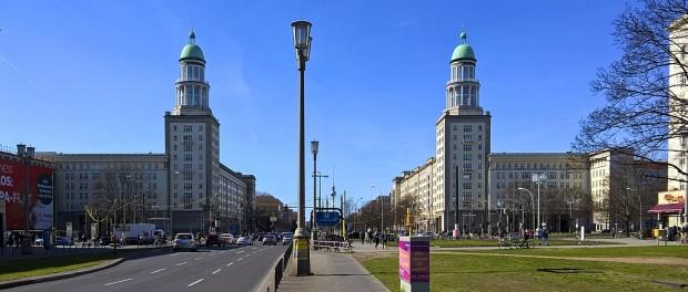 Beginn der Karl-Marx-Allee am Frankfurter Tor