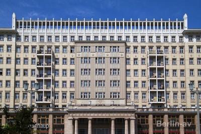 Prächtige Wohnhäuser in der Berliner Karl-Marx-Allee