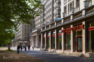 Bummeln in der Berliner Karl-Marx-Allee