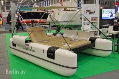 """Solarbetriebener Relaxkatamaran """"Solemaran"""" auf der Boot und Fun 2016"""