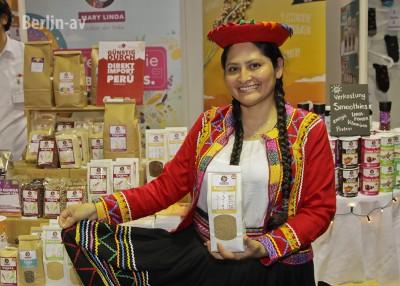 Mary Quicano Ampuero aus Peru mit ihren Produkten - Veggieworld Berlin 2016