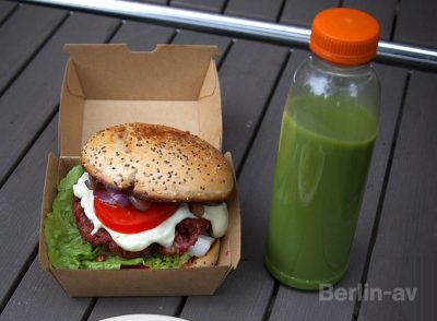 Burger und Matchashake von Attila Hildmann