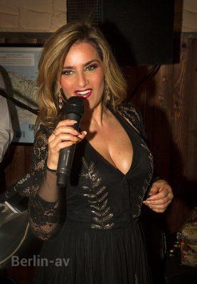 Die italienische Sängerin Cinzia lebt in Berlin