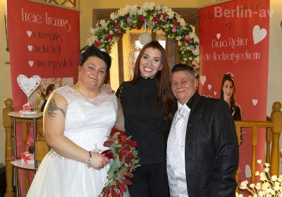 Hochzeitsrednerin Diana Richter mit einem lesbischen Hochzeitspaar