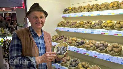 Ulrich Gündel mit einer Auswahl seiner Kartoffelsorten