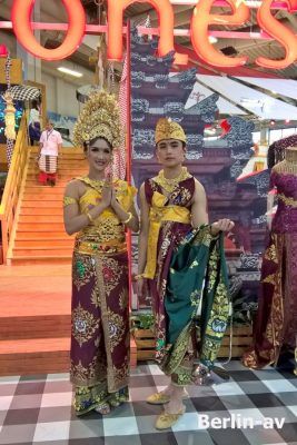 Wunderbare Trachten aus Indonesien - ITB 2018