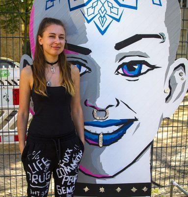 Valeryia Losikava vor ihrer Installation für Wandelism
