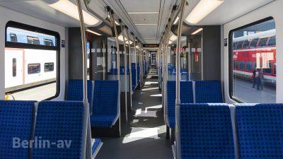 Fahrgastbereich mit gegenüberliegenden Sitzen