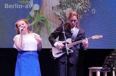 Das Sydänduo sorgt für Unterhaltung auf der Bühne
