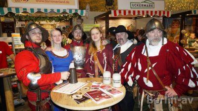 Bernauer stellen Hussiten dar. Werbung für das Hussitenfest im Juni und das Bernauer Schwertkämpfertreffen im März.